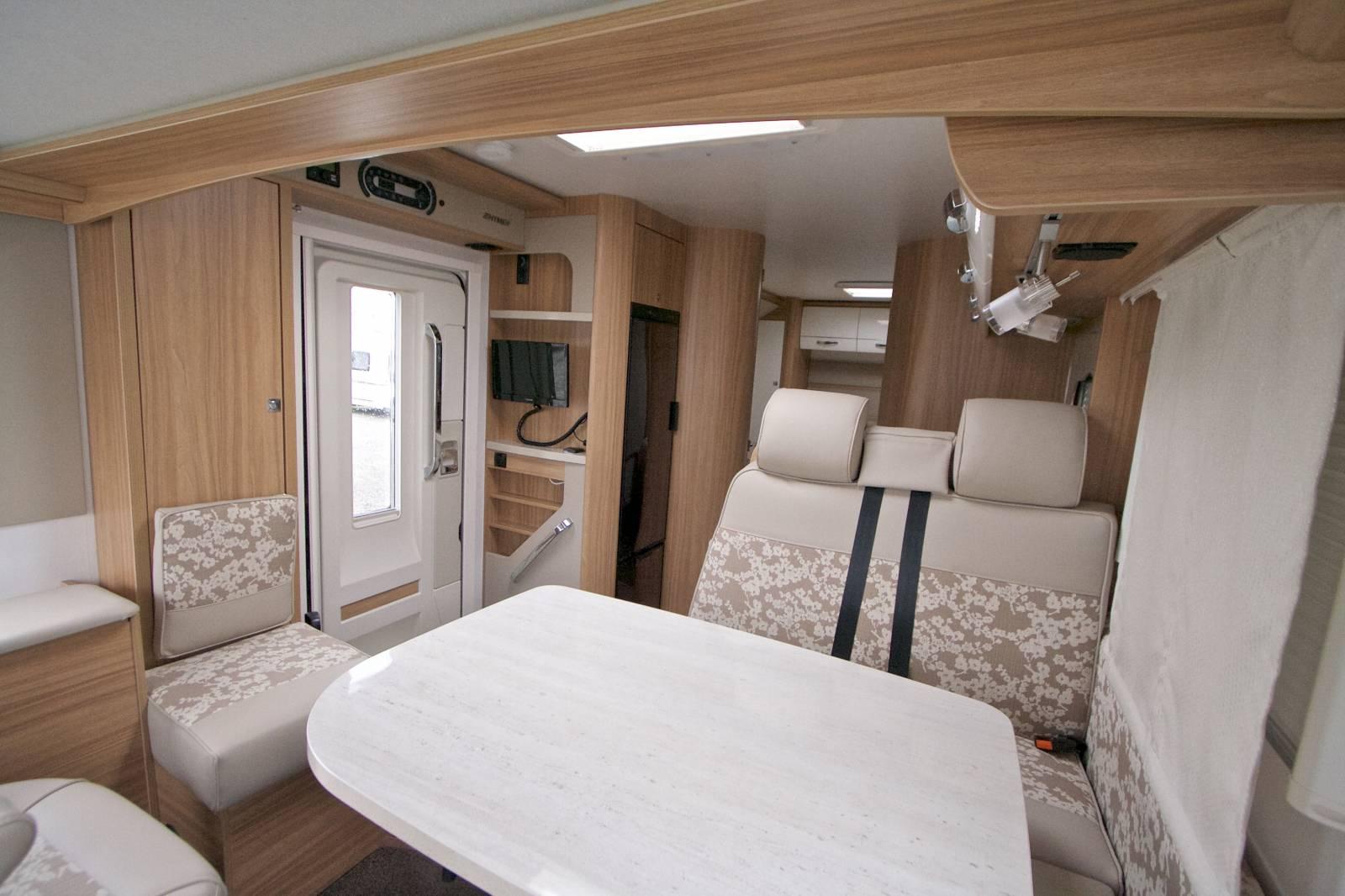Camping-car intégral occasion, 4 places, peu de kilomètres ...
